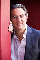 Juan Gabriel Vásquez (born 1973) is a Colombian writer, best known for his novel The Sound of Things Falling, originally published.  Juan Gabriel Vásquez, complotti come opere d'arte collettive. Nel nuovo romanzo «La forma delle rovine» (Feltrinelli), lo scrittore colombiano. Finalista Premio Bottari Lattes Grinzane. Monforte d'Alba, 14 ottobre 2017. © Leonardo Cendamo