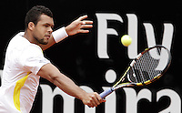 Il francese Jo-Wilfried Tsonga in azione durante gli Internazionali d'Italia di tennis a Roma, 15 Maggio 2013..Poland's Jerzy Janowicz celebrates after defeating France's Jo-Wilfried Tsonga in action during the Italian Open Tennis tournament ATP Master 1000 in Rome, 15 May 2013.UPDATE IMAGES PRESS/Isabella Bonotto