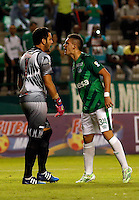 PALMIRA -COLOMBIA-12-03-2015. Santos Borre (Der) jugador del Deportivo Cali discute con Sebastian Viera (Izq) arquero de Atlético Junior durante partido por la fecha 9 de la Liga Aguila I 2015 jugado en el estadio Palmaseca de la ciudad de Palmira./  Santos Borre (R) player of Deportivo Cali discuss with Sebastian Viera (L) goalkeeper of Atletico Junior during match for the 9th date of Aguila League I 2015 played at Palmaseca stadium in Palmira city Photo: VizzorImage/ Juan C. Quintero /STR