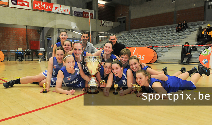 Beker Van Vlaanderen Seniores Dames ; Crack Blue Cats Ieper B - Basket Lummen A : vreugde bij de Ieperse meisjes na de winst tegen Lummen.foto VDB  / Bart Vandenbroucke