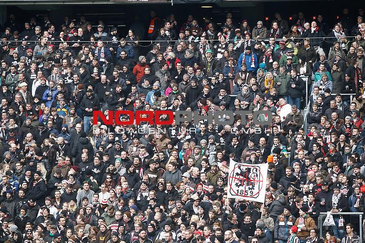 21.02.2015, Allianz Arena, Muenchen, GER, 2. FBL, TSV 1860 Muenchen vs. FC St. Pauli, im Bild mitgereisste St. Pauli Fans mit Loewen fahne<br /> <br /> Foto &copy;  nordphoto/ Straubmeier
