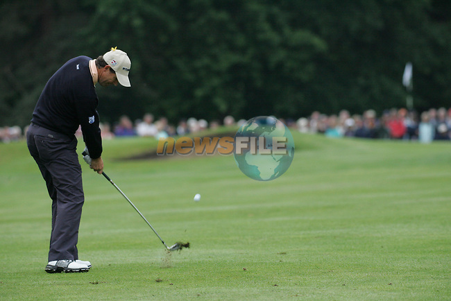 Padraig Harrington chips in on the 6th hole during the 3rd round of the BMW PGA Championship at Wentworth Club, Surrey, England 26th may 2007 (Photo by Eoin Clarke/NEWSFILE)