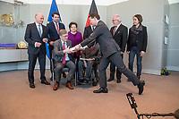 Der Wehrbeauftragte des Deutschen Bundestages, Hans-Peter Bartels (vorne links), uebergibt am Dienstag den 20. Februar 2018 seinen Jahresbericht 2017 an Bundestagspraesident Wolfgang Schaeuble (vorne rechts).<br /> Im Bild stehend vlnr.: <br /> Ruediger Lucassen (AfD);<br /> Thomas Hitschler (SPD);<br /> Anita Schaefer (CDU);<br /> Tobias Lindner (Buendnis 90/Die Gruenen) (verdeckt);<br /> Wolfgang Helmich (SPD);<br /> Christine Buchholz (Linkspartei).<br /> 20.2.2018, Berlin<br /> Copyright: Christian-Ditsch.de<br /> [Inhaltsveraendernde Manipulation des Fotos nur nach ausdruecklicher Genehmigung des Fotografen. Vereinbarungen ueber Abtretung von Persoenlichkeitsrechten/Model Release der abgebildeten Person/Personen liegen nicht vor. NO MODEL RELEASE! Nur fuer Redaktionelle Zwecke. Don't publish without copyright Christian-Ditsch.de, Veroeffentlichung nur mit Fotografennennung, sowie gegen Honorar, MwSt. und Beleg. Konto: I N G - D i B a, IBAN DE58500105175400192269, BIC INGDDEFFXXX, Kontakt: post@christian-ditsch.de<br /> Bei der Bearbeitung der Dateiinformationen darf die Urheberkennzeichnung in den EXIF- und  IPTC-Daten nicht entfernt werden, diese sind in digitalen Medien nach §95c UrhG rechtlich geschuetzt. Der Urhebervermerk wird gemaess §13 UrhG verlangt.]