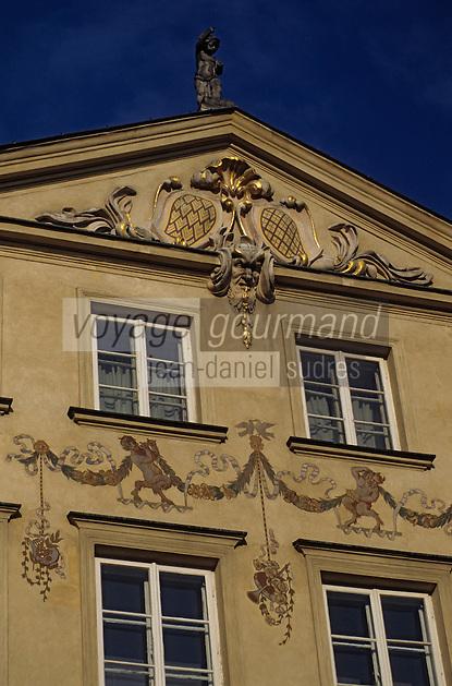 Europe/Pologne/Varsovie: Place du vieux-marché (Rynek Starego Miasta) de la vieille ville - Détail façades des maisons
