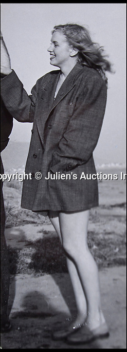 BNPS.co.uk (01202 558833)<br /> Pic: Juliens/BNPS<br /> <br /> A heartfelt account of the moment the photographer who 'discovered' Marilyn Monroe first saw her has emerged for sale along with rarely-seen snaps of her debut modelling shoot. <br /> <br /> Joseph Jasgur wrote of how he immediately realised the fresh-faced 19-year-old would 'make it big' when he saw her blue eyes and thought he was 'looking into a kaleidoscope.'<br /> <br /> His account and snaps of a young Marilyn posing playfully on a beach are to sell at auction tomorrow in LA.
