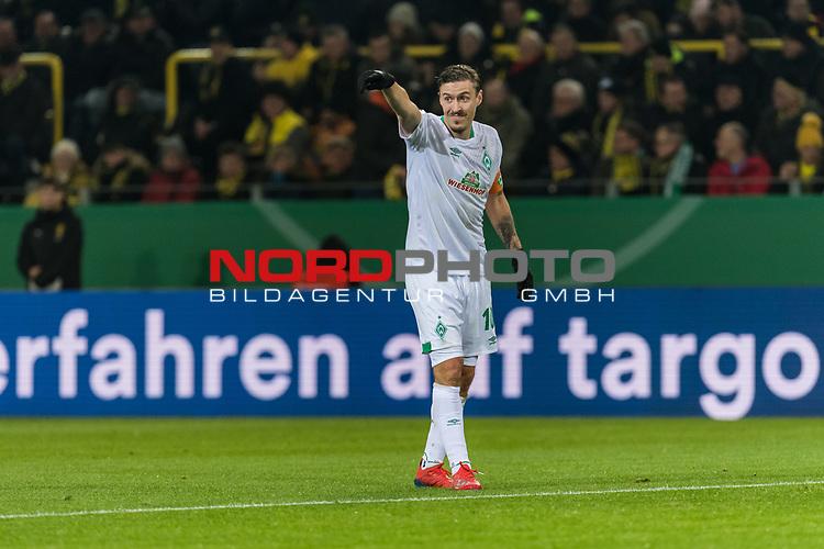 05.02.2019, Signal Iduna Park, Dortmund, GER, DFB-Pokal, Achtelfinale, Borussia Dortmund vs Werder Bremen<br /><br />DFB REGULATIONS PROHIBIT ANY USE OF PHOTOGRAPHS AS IMAGE SEQUENCES AND/OR QUASI-VIDEO.<br /><br />im Bild / picture shows<br />Max Kruse (Werder Bremen #10) Kapitän / mit Kapitänsbinde mit Anweisungen, <br /><br />Foto © nordphoto / Ewert