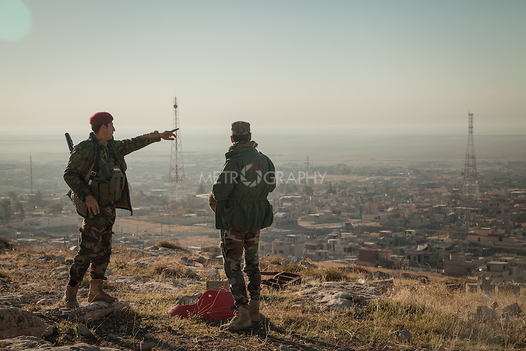 13/11/2015-- Iraq,Sinjar -- Two of Peshmarga fighters on the top of Sinjar Mountain.
