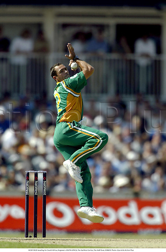NICKY BOJE bowling for South Africa, England v SOUTH AFRICA, The NatWest Series, The AMP Oval, 030628. Photo: Glyn kirk/Action Plus...2003.Cricket  cricketer cricketers.bowler bowlers.....