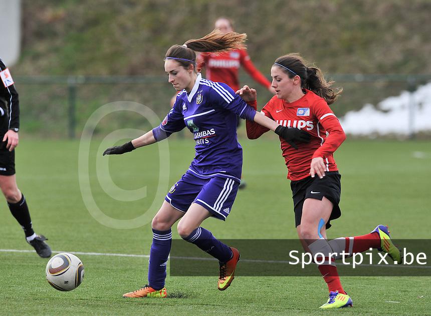 RSC Anderlecht Dames - PSV / FC Eindhoven : Tessa Wullaert aan de bal voor Danielle van de Donk.foto David Catry / Vrouwenteam.be