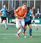 WASSENAAR - Hoofdklasse hockey heren, HGC-Bloemendaal (0-5). Floris Wortelboer (Bldaal) met Steijn van Heijningen (HGC)   COPYRIGHT KOEN SUYK