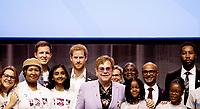 AMSTERDÃ, HOLANDA, 24.07.2018 - AIDS-2018 - O principe britanico Harry e o cantor Elton John durante coletiva de imprensa na Internacional AIDS2018 em Amsterdã na Holanda nesta terça-feira, 24. (Foto: Brazil Photo Press)