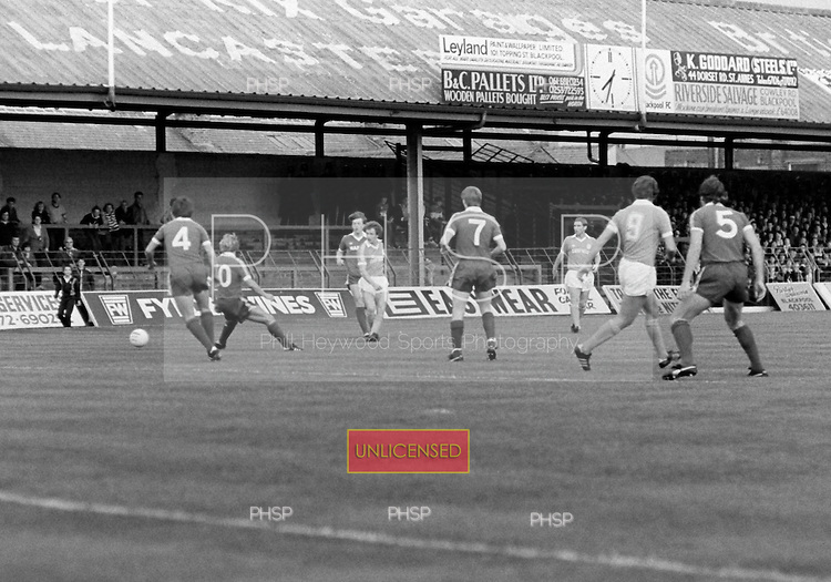 03/09/1980 Blackpool v Everton  League Cup 2nd Round 2nd Leg .Colin Morris threads a pass through to Dave Hockaday....© Phill Heywood.