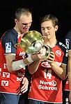 Nach 167 L&auml;nderspielen mit 576 Toren beendet Holger Glandorf seine Karriere in der deutschen Handball-Nationalmannschaft. Der 31-j&auml;hrige Linksh&auml;nder war 2007 Weltmeister und gewann im Juni mit der SG Flensburg-Handewitt die Champions League<br /> Archiv aus: <br />  20.08.2013, &Ouml;VB Arena, Bremen, GER, HBL, Supercup, THW Kiel vs SG Flensburg-Handewitt, im Bild Holger Glandorf (Flensburg #9) und Hampus Wanne (Flensburg #14) schauen den Pokal an<br /> <br /> Foto &copy; nph / Frisch *** Local Caption ***