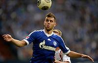 FUSSBALL   1. BUNDESLIGA   SAISON 2013/2014   8. SPIELTAG FC Schalke 04 - FC Augsburg                                05.10.2013 Adam Szalai (FC Schalke 04) am Ball