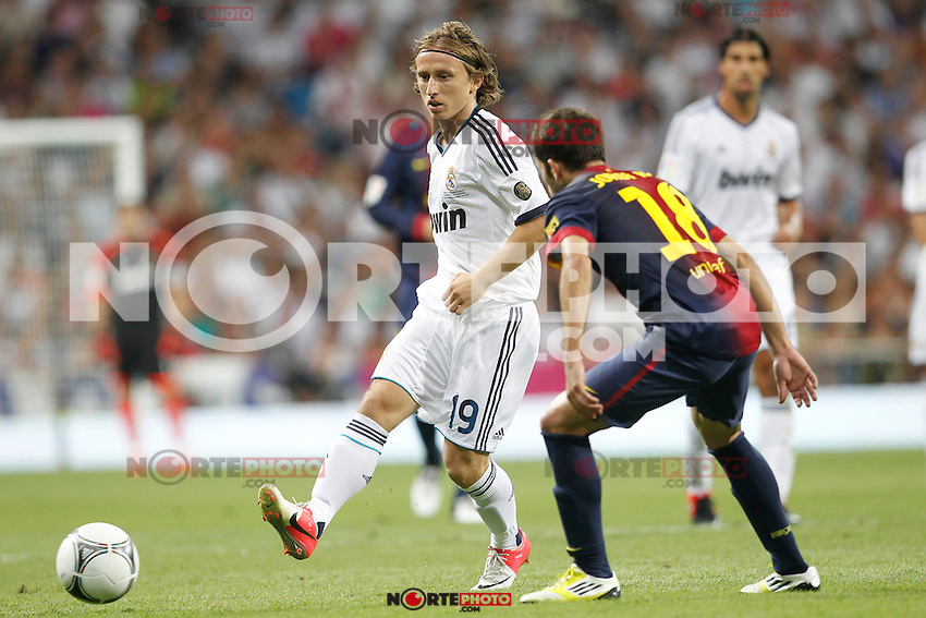 Real Madrid's Luka Modric and F.C. Barcelona's Jordi Alba during Spanish Supercup 2nd match on august 29 2012...Photo: Cebola / Cid-Fuentes / ALFAQUI /NortePhoto.com<br />