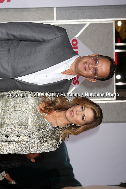 Tom Hanks & Rita Wilson.arriving at the Old Dogs World Premiere.El Capitan Theater.Los Angeles,  CA.November 9, 2009.©2009 Kathy Hutchins / Hutchins Photo.