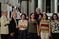 SÃO PAULO, SP, 15 DE MARÇO DE 2013 - MISSA EM HOMENAGEM A ALEXANDRE VANNUCCHI LEME: Mãe (e) de Alexandre Vannucchi Leme e outras mães que perderam filhosna ditadura  participa de missa em homenagem a Alexandre Vannucchi Leme, lider estudantil que fazia parte da Aliança Libertadora Nacional (ALN) e que foi morto durante período do Regime Militar no DOI-CODI em 1973. A missa foi realizada na Catedral da Sé, região cental de São Paulo na noite desta sexta feira, (15). FOTO: LEVI BIANCO - BRAZIL PHOTO PRESS.