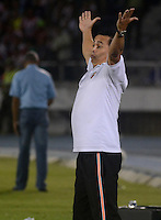 BARRANQUIILLA -COLOMBIA-28-02-2015: Juan Carlos Sanchez técnico de Envigado FC gesticula durante partido con Atlético Junior por la fecha 7 de la Liga Águila I 2015 jugado en el estadio Metropolitano Roberto Meléndez de la ciudad de Barranquilla./ Juan Carlos Sanchez coach of Envigado FC gestures during match against Atletico Junior for the 7th  date of the Aguila League I 2015 played at Metropolitano Roberto Melendez stadium in Barranquilla city.  Photo: VizzorImage/Alfonso Cervantes/STR