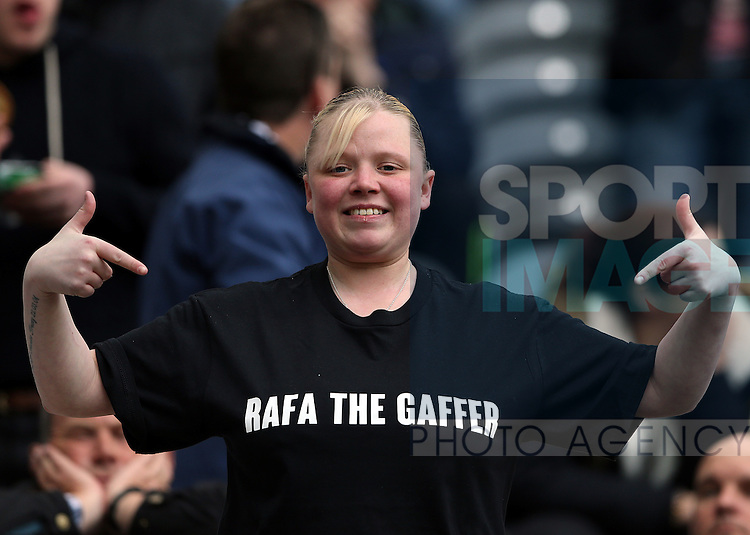 A Newcastle United supporter shows her support to the new manager  during the Barclays Premier League match at St James' Park Stadium. Photo credit should read: Scott Heppell/Sportimage