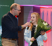 20180603 – OOSTENDE , BELGIUM : VRT journalist Tom Boudeweel (L) and Elena Dhont (R) pictured during the 4th edition of the Sparkle award ceremony , Sunday 3 June 2018 , in Oostende . The Sparkle  is an award for the best female soccer player during the season 2017-2018 comparable to the Golden Shoe or Boot / Gouden Schoen / Soulier D'or for Men in Belgium . PHOTO SPORTPIX.BE / DIRK VUYLSTEKE