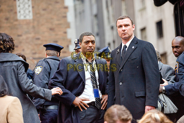CHIWETEL EJIOFOR & LIEV SCHREIBER.in Salt (2010).*Filmstill - Editorial Use Only*.CAP/FB.Supplied by Capital Pictures.