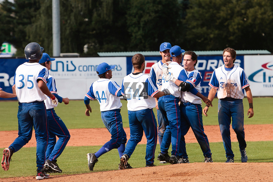 19 August 2010: Team France celebrates around Jorge Hereaud a 7-6 win over Slovakia, at the 2010 European Championship, under 21, in Brno, Czech Republic.