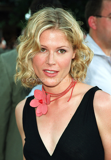"Julie Bowen arrives at the world premiere of Touchstone Pictures' movie, ""Signs"" at Lincoln Center, New York. July 29, 2002. Please byline: Alecsey Boldeskul/NY Photo Press.   ..*PAY-PER-USE*      ....NY Photo Press:  ..phone (646) 267-6913;   ..e-mail: info@nyphotopress.com"