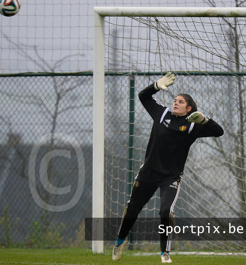20141126 - TUBIZE , BELGIUM : Belgian Louise Van Den Bergh pictured during the Friendly female soccer match between Women under 19 / 21  teams of  Belgium and Turkey .Wednesday 26th November 2014 . PHOTO DAVID CATRY