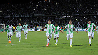 MEDELLÍN -COLOMBIA-21-05-2014. Jugadores del Atlético Nacional corren para celebrar el título como Campeones de la Liga Postobón I 2014 después de derrotar al Atletico Junior en partido de vuelta de la final jugado en el estadio Atanasio Girardot de la ciudad de Medellín./ Atlético Nacional Players run to celebrate as a champions of Postobon League I 2014 after defeated Atletico Junior in the second leg match of the final played at Atanasio Girardot stadium in Medellin city. Photo: VizzorImage/Luis Ríos/STR