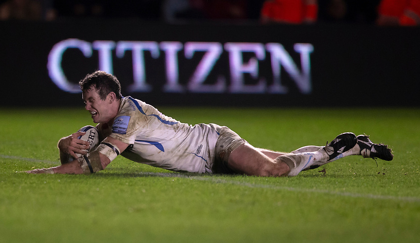 Exeter Chiefs' Ian Whitten scores his side's third try<br /> <br /> Photographer Bob Bradford/CameraSport<br /> <br /> Gallagher Premiership Round 9 - Harlequins v Exeter Chiefs - Friday 30th November 2018 - Twickenham Stoop - London<br /> <br /> World Copyright © 2018 CameraSport. All rights reserved. 43 Linden Ave. Countesthorpe. Leicester. England. LE8 5PG - Tel: +44 (0) 116 277 4147 - admin@camerasport.com - www.camerasport.com