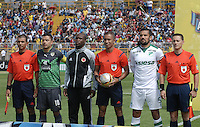 BOGOTÁ -COLOMBIA, 14-02-2016. Stalin Motta (segundo desde Izq) capitan de La Equidad, Diego Escalante (Centro Der) arbitro y Andres Perez (segundo desde Izq) capitan del Cali posan para una foto previo al encuentro entre La Equidad y Deportivo Cali por la fecha 3 de la Liga Águila I 2016 jugado en el estadio Metropolitano de Techo de la ciudad de Bogotá./ Stalin Motta (second from L) captain of La Equidad, Diego Escalante (Center R) referee and Andres Perez (second from R) pose toa photo prior the match between La Equidad and Deportivo Cali for the date 3 of the Aguila League I 2016 played at Metropolitano de Techo stadium in Bogotá city. Photo: VizzorImage/ Gabriel Aponte / Staff