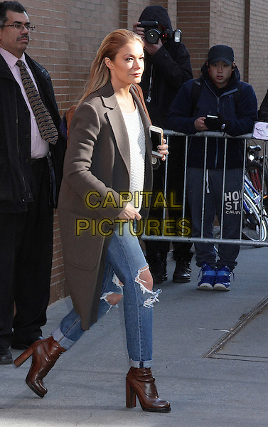 New York, NY - November 30: LeeAnn Rimes spotted leaving 'The View' in New York, NY on November 30, 2015. Credit: Rainmaker Photo/MediaPunch<br /> CAP/MPI/RMP<br /> &copy;RMP/MPI/Capital Pictures