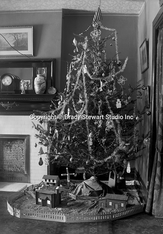 Wilkinsburg PA:  Stewart Family Christmas Tree with all the trimmings - 1921