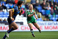 Shane Geraghty of London Irish passes the ball. Aviva Premiership match, between London Irish and Worcester Warriors on February 7, 2016 at the Madejski Stadium in Reading, England. Photo by: Patrick Khachfe / JMP