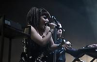 """WGT 2013 - Auftritt der Band """"KMFDM"""" (USA) am Montagabend auf dem Agra-Gelände - Sängerin Lucia Cifarelli.  . Foto: Norman Rembarz"""