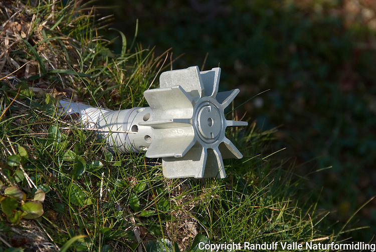 Granat i skytefeltet i Dovrefjell ----- Grenade in army training area in Dovrefjell