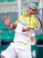 Lo spagnolo Rafael Nadal in azione durante gli Internazionali d'Italia di tennis a Roma, 2 maggio 2009..Spain's Rafael Nadal in action during the italian Masters tennis in Rome, 2 may 2009..© Riccardo De Luca