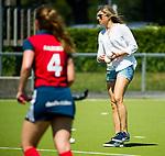 NIJMEGEN -  assistent-coach Kim Lammers (Huizen) voor  de tweede play-off wedstrijd dames, Nijmegen-Huizen, voor promotie naar de hoofdklasse.. Huizen promoveert naar de hoofdklasse. COPYRIGHT KOEN SUYK