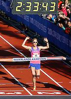 Nederland Amsterdam 2016. De Marathon van Amsterdam. Finish in het Olympisch Stadion. Nederlands Kampioen vrouwen Ruth van der Meijden. Foto Berlinda van Dam / Hollandse Hooogte.