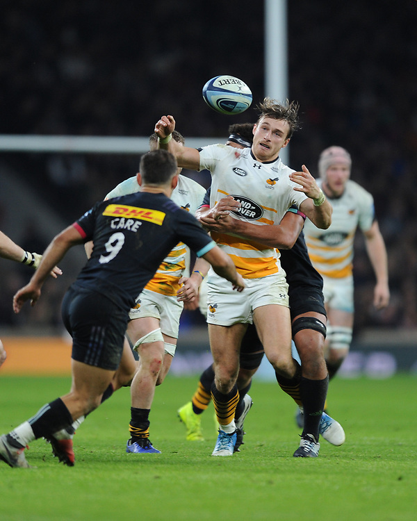 Josh Bassett of Wasps juggles the ball during Big Game 11, the Gallagher Premiership Rugby match between Harlequins and Wasps, at Twickenham Stadium on Saturday 29th December 2018 (Photo by Rob Munro/Stewart Communications)