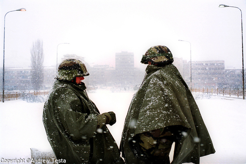 KOSOVO. Mitrovice. 23/01/2000..French troops guard the bridge separating Serb and Albanian communities in Mitrovice during a January snowstorm..