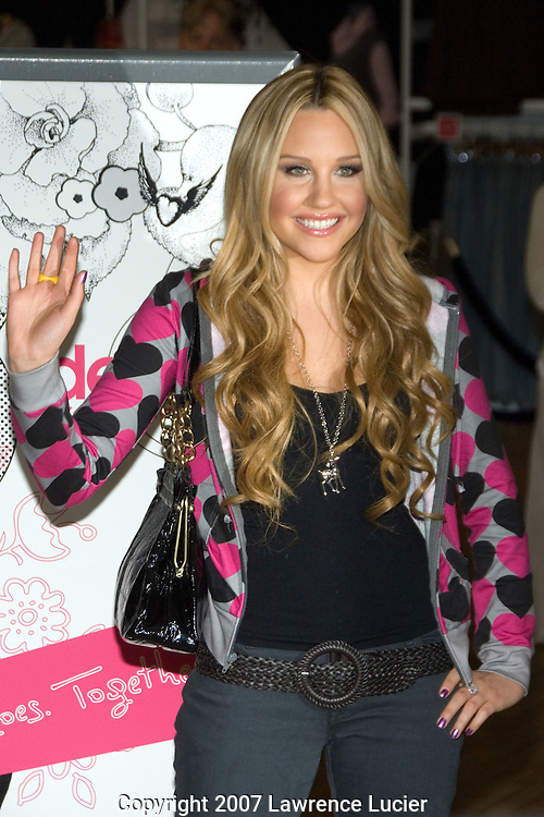 "NEW YORK - AUGUST 16:  Actress Amanda Bynes arrives August 16, 2007, at the unveiling of her clothing line ""Dear"" at Steve & Barry's in New York City.  (Photo by Lawrence Lucier)"