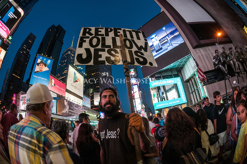New York, NY - 11 July 2014 Man with a Got Jesus t-shirt and a Repent sign in Times Square ©Stacy Walsh Rosenstock/Alamy