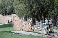 Passeggiata lungo le mura di Ferrara.<br /> Joggers and cyclists along the Walls of Ferrara.<br /> UPDATE IMAGES PRESS/Riccardo De Luca