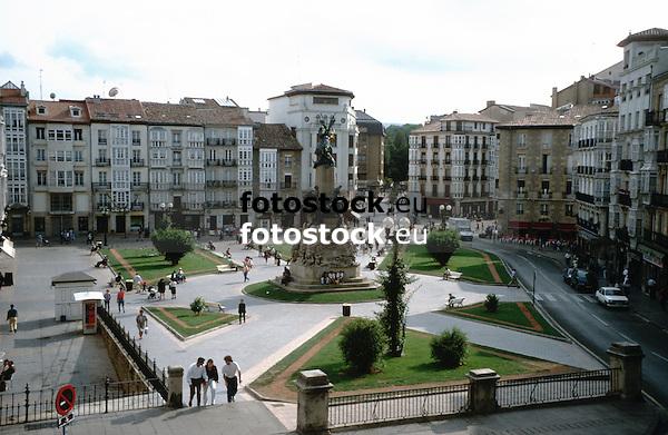 Plaza de la Virgen Blanca<br /> <br /> 3776 x 2458 px<br /> Original: 35 mm slide transparency