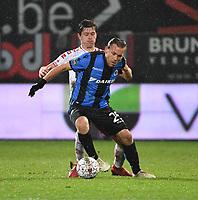 KV KORTRIJK - CLUB BRUGGE :<br /> Ruud Vormer (R) wordt opgevangen door Hannes Van Der Bruggen (L)<br /> <br /> Foto VDB / Bart Vandenbroucke