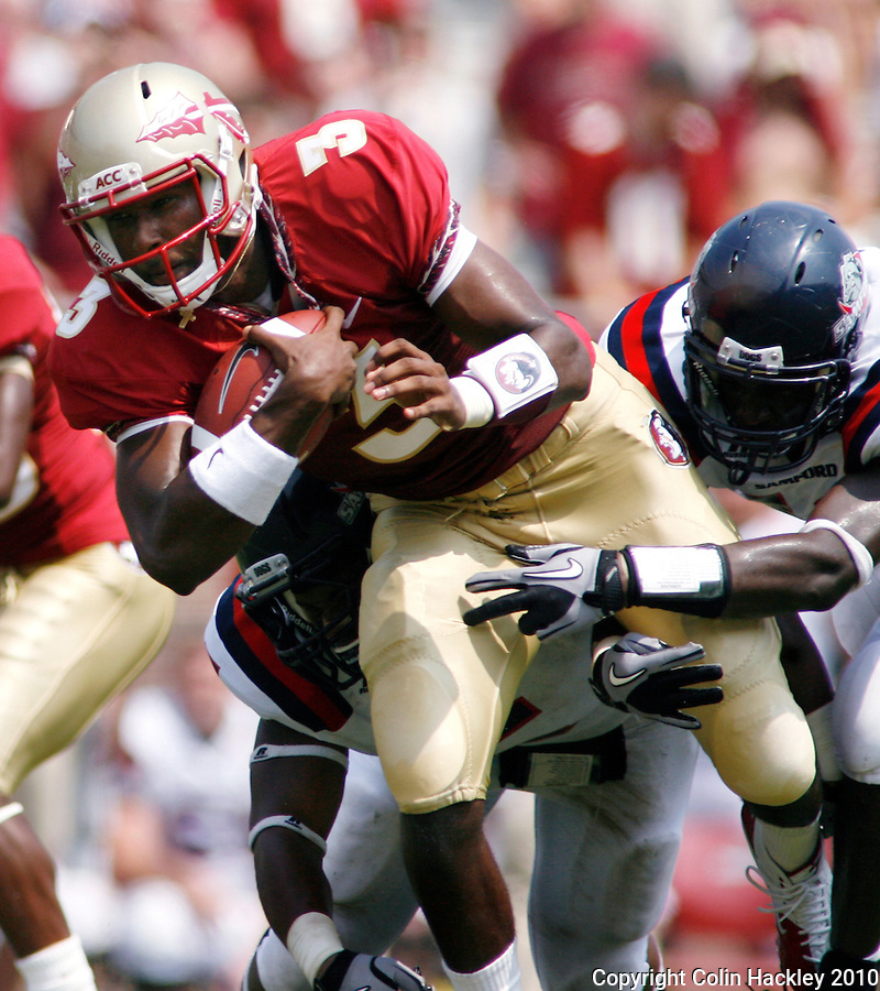 TALLAHASSEE, FL 9/4/10-FSU-SAMFORD FB10 CH-Florida State's EJ Manuel runs against Samford during second half action Saturday at Doak Campbell Stadium in Tallahassee. The Seminoles beat the Bulldogs 59-6 to give Head Coach Jimbo Fisher his first victory..COLIN HACKLEY PHOTO