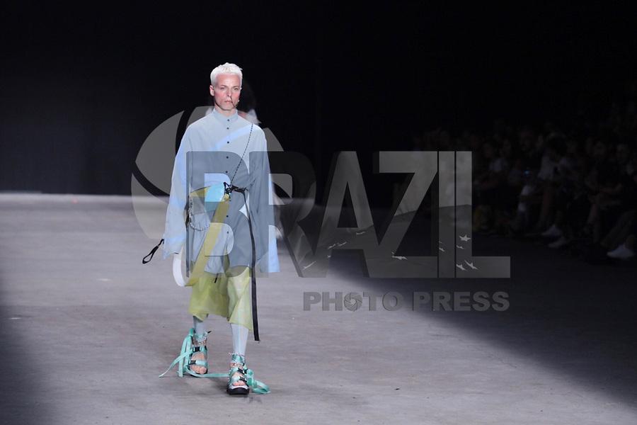SÃO PAULO, SP, 27/04/2019 - MODA-FASHION -<br /> Modelo Tales Cotta durante desfile da marca Ocksa durante a edição 47 da São Paulo Fashion Week, no espaço Arca, na zona oeste de São Paulo, neste sábado, 27. (Foto: Ciça Neder / Brazil Photo Press)