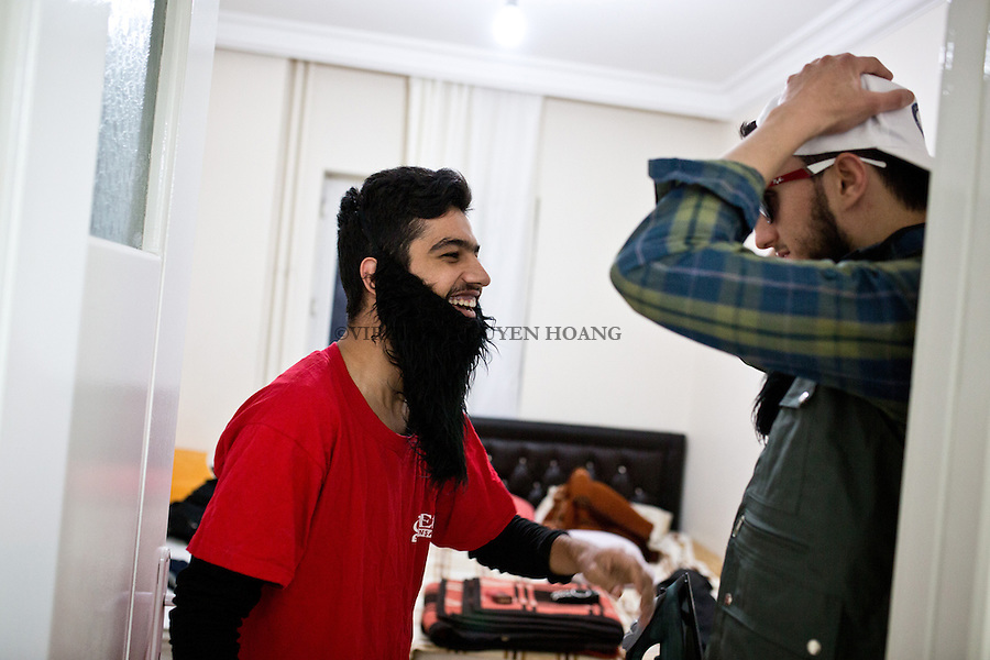 Gaziantep, Turkey: Maen and Damlakhy dress for the filming of their next sketch on Deash.<br /> <br /> Gaziantep, Turquie: Maen et Damlakhy se deguisent pour le tournage de leur prochain sketche sur Deash.