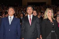 CURITIBA, PR, 17.12.2014 - DIPLOMAÇÃO / BETO RICHA GOVERNADOR / CURITIBA -(E/D) Senador Alvaro Dias (PSDB-PR), Governador Beto Richa (PSDB-PR) e a vice governadora Cida Borghetti (Pros), durante a sessão solene de diplomação dos eleitos nas eleições 2014, na tarde desta quarta-feira (17) no Grande Auditório do Teatro Positivo, em Curiitba.  O Serão diplomados o govenador, o vicê governador, dois senadores e seus supletes, 30 deputados federais e 54 deputados estatuais.  (Foto: Paulo Lisboa / Brazil Photo Press)
